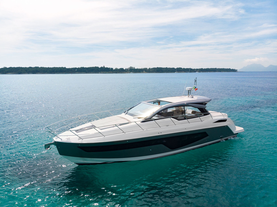 <b>NEW AZIMUT ATLANTIS 51</b><br>Rule the waves
